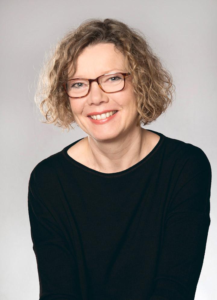 Michaela Schaaf Portrait lachend, Heilpraktikerin und Beratung Frauenheilkunde